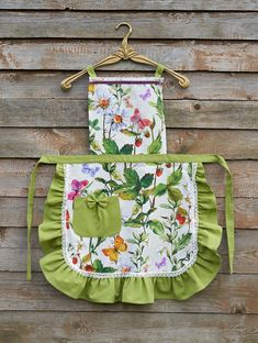 Diy Soap Lavender, Green Butterfly, Green Flowers, Cool Aprons, Sewing Aprons, Best Chef, Aprons Vintage, Sewing Art, Beige Background