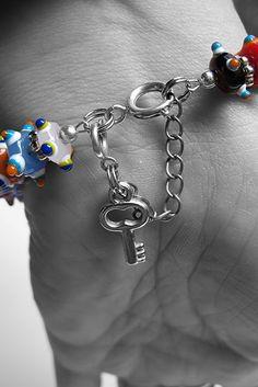 Moois van ' M(i)e': juwelen : MAAK HET ZELF : tut : armbanden/kettingen beveiligen tegen verlies....