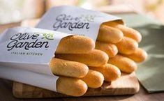 Quer aprender a fazer aquele pãozinho fantástico do Olive Garden e lembrar um pouquinho dos sabores de Orlando? Nós te damos a receita. :)