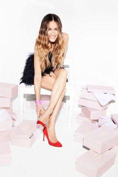 Sarah Jessica Parker designt Schuhe: http://www.glamour.de/mode/mode-news/sarah-jessica-parker-designt-schuhe-sjp-entwirft-eigene-schuhkollektion