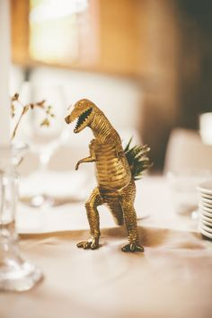 Nena-This T-Rex is amazing and I totally have gold and silver spray paint 😆 Non Floral Centerpieces, Wedding Table Centerpieces, Wedding Flower Arrangements, Table Decorations, Centrepiece Ideas, Centerpiece Flowers, Centrepieces, Flowerless Centerpieces, Wedding Tables