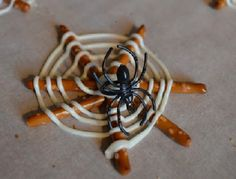 31 Crafty Halloween food ideas your kids will love: Bloody broken glass cupcakes