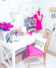 Desk with the X design on the end.....10 Pretty & Inspirational Bedrooms | J'adore Lexie Couture