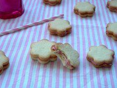 Magdalenas de Chocolate: Galletas rellenas de crema de fresa