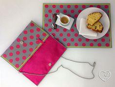 Pochette creata da tovaglietta americana da colazione in propilene a pois, interno in cotone fuxia, accessori color acciaio. Pezzo unico!