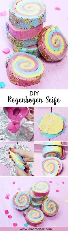 DIY Seife mit Regenbogen Muster selber machen: Einfache und schnelle Geschenkidee für Geburtstage, als kleine Nettigkeit oder Mitbringsel. Besuche madmoisell.com für die vollständige Anleitung.