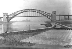 Astoria Park 1931, with the foundation of the Triborough bridge