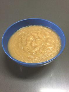 Papilla de pera, manzana y canela  Ingredientes:  - 2 manzanas - 2 peras - 1 taza de agua - 1 raja de canela  Procedimiento: Pica la manzana y la pera en cubos. Vierte el agua en una olla y ponla a hervir con la rama de canela.  Una vez que el agua este hirviendo, agrega la fruta picada y deja cocinar por alrededor de 10 minutos. Drena el agua y coloca la fruta en la licuadora. Licúa hasta tener la consistencia de un puré.