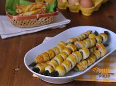 Asparagi in pasta sfoglia con pancetta   Pelle di Pollo Finger Food Appetizers, Finger Foods, Prosciutto, Pancetta, Antipasto, Sushi, Menu, Buffet, Food And Drink