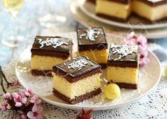 undefined White Wedding Cakes, Wedding Cakes With Flowers, Elegant Wedding Cakes, Elegant Cakes, Wedding Cake Designs, Wedding Cake Toppers, Flower Cakes, Gold Wedding, Heart Cakes