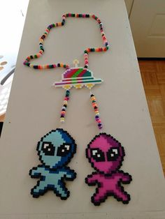 Alien perlers Kandi Patterns, Perler Patterns, Beading Patterns, Stitch Patterns, Bead Crafts, Diy And Crafts, Kandi Bracelets, Perler Bead Templates, Peler Beads