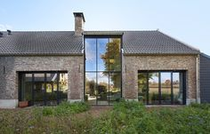 VOCUS - Monumentaler Bauernhof in Weert - huis - Barn Renovation, Farmhouse Renovation, Modern Barn House, Contemporary Barn, House Extensions, Industrial House, Exterior Design, Future House, Building A House