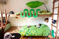 If you are struggling on what beds you can make for your kids or for your guest room without being boring, here are some double deck bed design ideas. Kids Bedroom Designs, Playroom Design, Kids Room Design, Wall Design, Bedroom Ideas, Double Deck Bed Design, Unique Kids Beds, Green Kids Rooms, Green Apartment