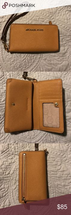 IPhone 6/7 Michael Kors wallet/wristlet Barely used! Holds either the iPhone 6 or 7 and has room for 5 cards and an ID slot. Super great condition and there is absolutely no visible wear. Works well for going out or for when you only need the necessities! Michael Kors Bags Clutches & Wristlets