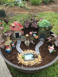 Inspiring Gnome Garden And Fairy Garden Design Ideas To Copy Right Now fairy garden ideas Inspiring Gnome Garden And Fairy Garden Design Ideas To Copy Right Now Indoor Fairy Gardens, Mini Fairy Garden, Fairy Garden Houses, Miniature Fairy Gardens, Fairy Gardening, Garden Gnomes, Fairy Gardens For Kids, Container Gardening, Pallet Gardening