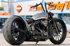 Blade Runner (H-D Softail Slim) with our spoke custom wheels, air ride suspension (front & rear), custom fender, alu tank, custom handlebar and many more parts.