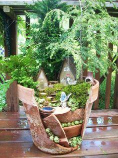 6_e15 これは斬新!壊れた植木鉢をつなぎ合わせて作る、ラピュタ「天空の城」みたいなプランター
