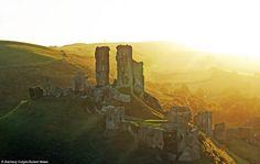 Tramonto su Corfe Castle in Dorset