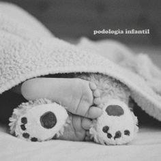adorable baby photo idea - baby feet with teddy bear feet. Look at those adorable feet! Love babies - Kiddos at Home So Cute Baby, Baby Kind, Cute Babies, Newborn Pictures, Baby Pictures, Cute Pictures, Monthly Pictures, Family Pictures, Children Photography