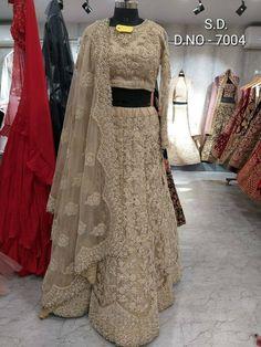 Sabyasachi Lehenga Bridal, Bridal Lehenga Online, Indian Bridal Lehenga, Ghagra Choli, Lehenga Blouse, Lehenga Style, Beautiful Dress Designs, Most Beautiful Dresses, Lehenga Color Combinations
