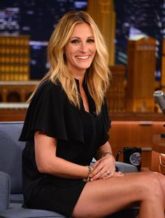 Julia Roberts Photos Photos - Julia Roberts visits 'The Late Show Starring Jimmy Fallon' at Rockefeller Center on July 2014 in New York City. - Julia Roberts Visits 'The Tonight Show' Cabello Julia Roberts, Cheveux Julia Roberts, Julia Roberts Blonde, Julia Roberts Style, Pretty Woman, Cooler Stil, Kelly Ripa, Golden Blonde, Warm Blonde