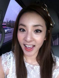 2NE1′s Dara looks younger than ever in new selca + Intel's 'Make Thumb Noise' #allkpop #Kpop #2NE1