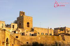 Otranto, campanile della Cattedrale e mura del centro storico.