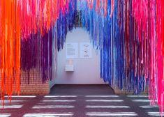 05-arquiteto-cria-instalacao-com-fios-coloridos-para-museu-na-filadelfia