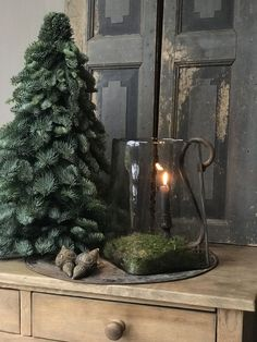 Nice and simple Christmas decor - EmAhls ❀ Organi . Artificial fir tree as Christmas decoration? A synthetic Christmas Tree or perhaps a real one? Natural Christmas, Country Christmas, Simple Christmas, Winter Christmas, Magical Christmas, Christmas 2017, Christmas Colors, Beautiful Christmas, Primitive Christmas