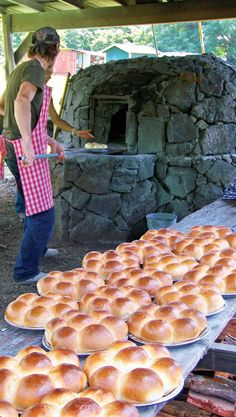 get_baked_Portuguese_sweetbread_Kona_Historical_Society In the 1870s, Portuguese immigrants from the Azores and Madeira began arriving on the Kona Coast to help develop and manage dairies for the Big Island's nascent ranching industry.