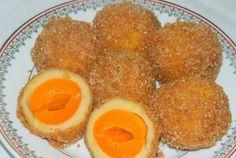 Desert galuste cu caise Romanian Desserts, Romanian Food, Romanian Recipes, Peach, Sweets, Fruit, Breakfast, Video, Romania