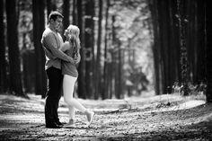 """Vis dar galvojate, ar daryti priešvestuvinę fotosesiją ar ne? Štai keli """"už"""": 📸Susipažinsite """"iš arčiau"""" su fotografu, pabendrausite, suprasite, ar esate """"ant vienos bangos""""🌊 📸Žinosite, kas jūsų laukia per vestuvės: daug vaikščioti, pozuoti, šypsotis ir t.t.😊 📸Surasite vietas, kurios jums patinka, kur mažiau žmonių, gražesne gamta arba miesto vaizdai🏛 📸Gausite nuostabias nuotraukas prieš vestuves, galėsite jas panaudoti kvietimams arba vestuvių programai🖼"""
