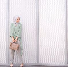 Modest Hijab Fashion with Stylish Dresses Look – Girls Hijab Style & Hijab Fashion Ideas Simple Hijab, Casual Hijab Outfit, Hijab Chic, Hijab Dress, Ootd Hijab, Street Hijab Fashion, Muslim Fashion, Modest Fashion, Modest Dresses