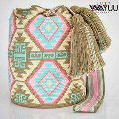Handcrafted handbags made by indigenous wayuu in the north of Colombia. Worldwide shipping – envíos mundiales – PayPal WA +57 3188430452…