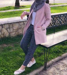 Love it Glamorous - Pemuja Wanita Street Hijab Fashion, Abaya Fashion, Muslim Fashion, Suit Fashion, Modest Fashion, Fashion Outfits, Casual Hijab Outfit, Hijab Chic, Casual Hijab Styles