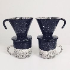 This speckled coffee pour over lets you make a perfect cup of coffee in style. This is for one pour over or a set of one mug and one pour over.