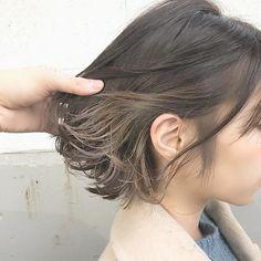 黒髪×インナーカラー×金色×ライトグレージュ×ハイライト×ボブヘア