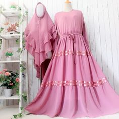 Simple Dresses, Cute Dresses, Modest Wear, Muslim Women, Muslim Fashion, Baby Girl Dresses, Fashion Dresses, Womens Fashion, Model