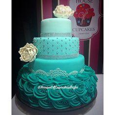 Que les parece esta hermosa torta realizada para los 15 años de una princesa?   A nosotros nos encanto! ...