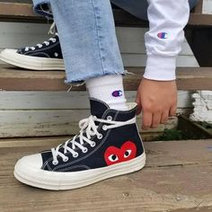 Sock shoes - E I G E N A R T I G women'sjeans women's jeans converse Converse Outfits, Jeans Und Converse, Converse Socks, Converse All Star, Converse Chuck Taylor, Women's Jeans, Converse Style Shoes, Tomboy Outfits, 90s Shoes