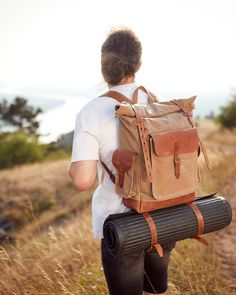 Original look and unique design. Removable roll mat attachment on the bottom. Top Backpacks, Commute To Work, Short Trip, Waxed Canvas, Vintage Fashion, Vintage Style, Sleeping Bag, Travel Backpack, Small Bags