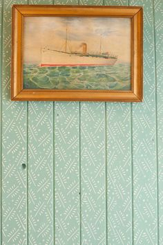 Made with Patterned Paint Roller design no.4 from The Painted House (not wallpaper!). So cool!