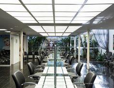 Projeto para o Salão de Beleza Young Hair em Florianópolis, SC. Allume Arquitetura de Iluminação. Arquitetas Marina Makowieki e Paola Simoni