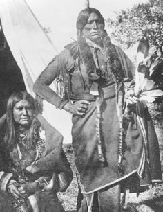 Quanah Parker And One Of His Wives. - Quanah Had 7 Other Wives, 25 Children, And Numerous Descendants. Native American Pictures, Indian Pictures, Native American Tribes, Native American History, American Indians, Native Americans, American Symbols, American Women, First Nations