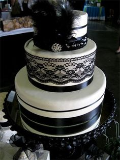 Gona be my wedding cake! Except I think I would like square better.... hmm. and of course we would have to top it off with just a little pink!