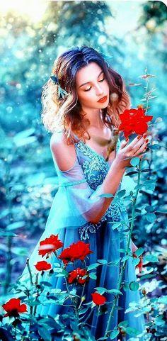 GIF найдено пользователем Iriska. �аходите (и �охран�йте!) �вои �об�твенные изображени� и видео в We Heart It Beautiful Gif, Beautiful Women, Geisha, Glitter Gif, Eid Mubarak Greetings, Amazing Gifs, Glitter Graphics, Animation, Something Blue