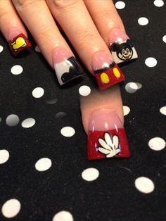 Mickey with hand - Nail Art Gallery