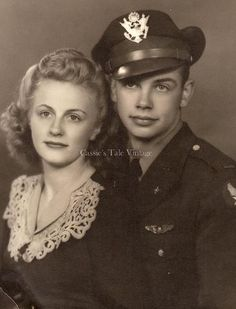 Beautiful Vintage Photo - WWII Army Air Corps Pilot & His Girl - c. 1940s #romantic