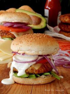 Μπέργκερ κοτόπουλου με παρμεζάνα. http://laxtaristessyntages.blogspot.gr/2015/01/burger-kotopoulou-me-parmezana.html