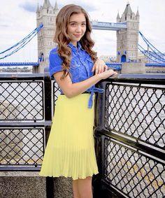 Hi I'm rowan I'm 15 and daughter of Snow White mackenzie is my sister-intro